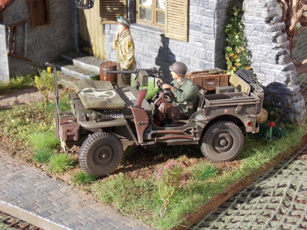 Jeep BRONCO et decor MINIART 1/35  TERMINE Dscn7619
