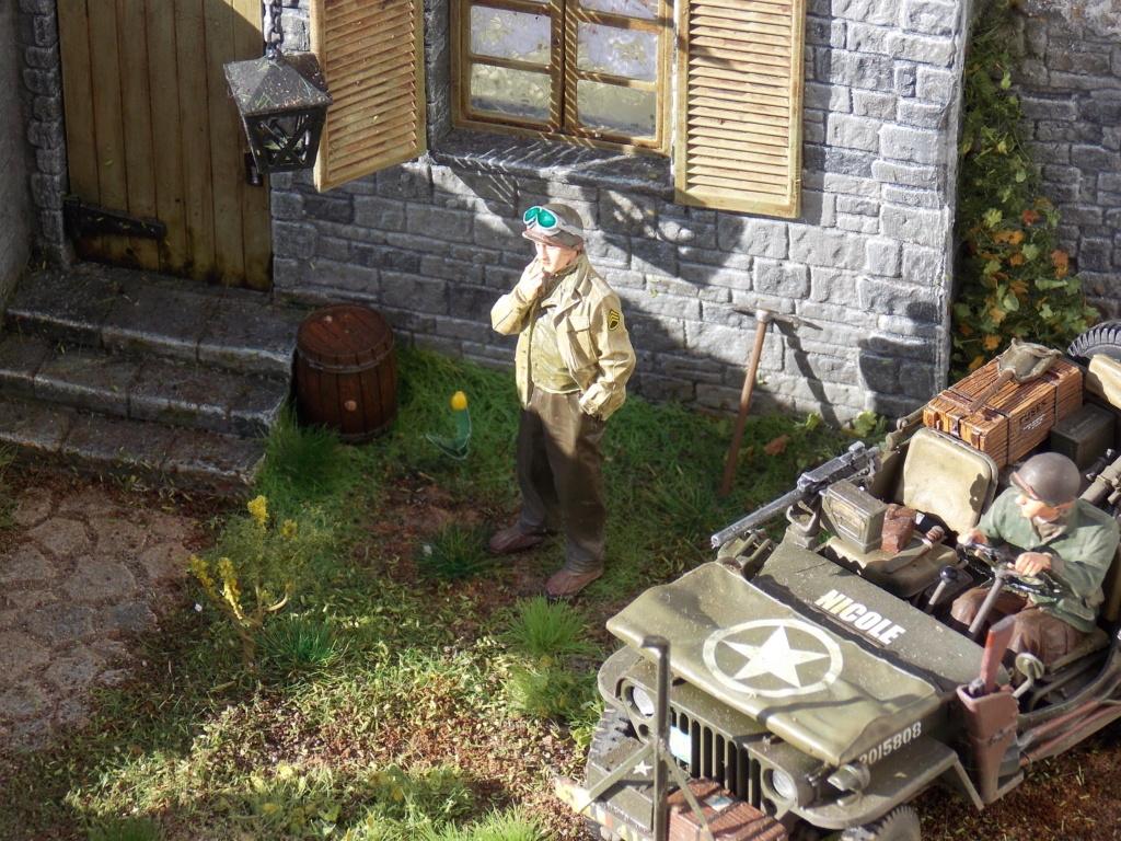 Jeep BRONCO et decor MINIART 1/35  TERMINE Dscn7620