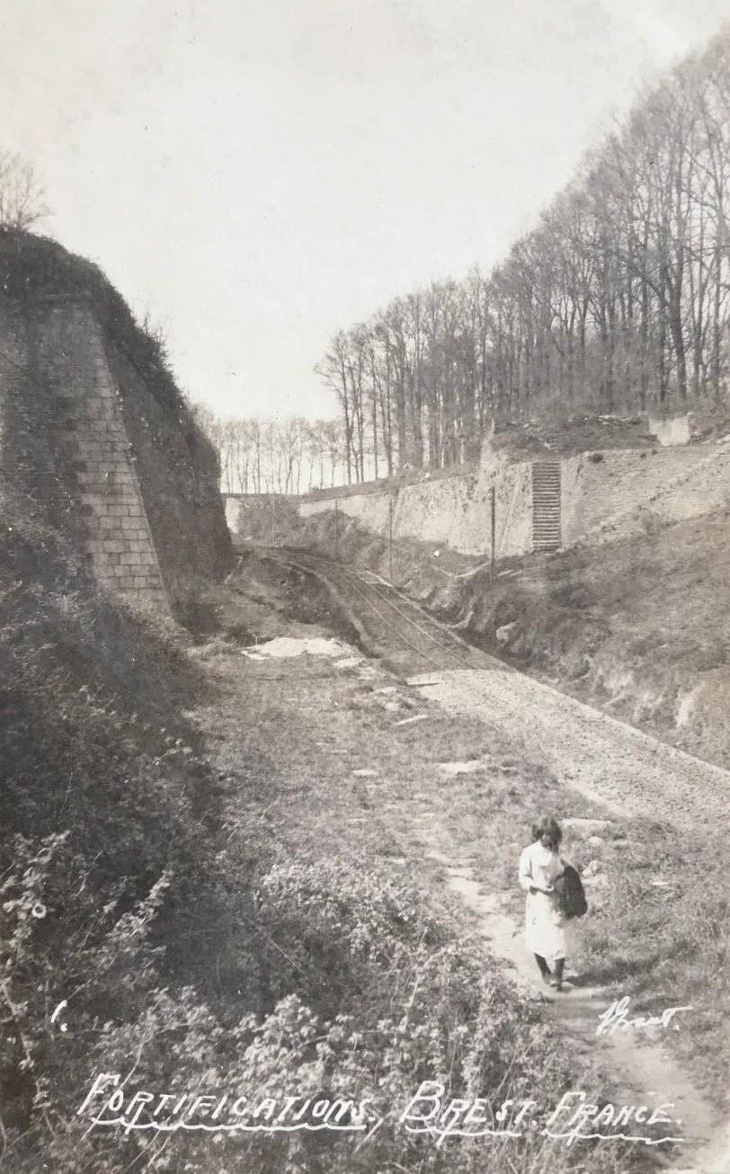 NEW - Brest et ses remparts S-l16010
