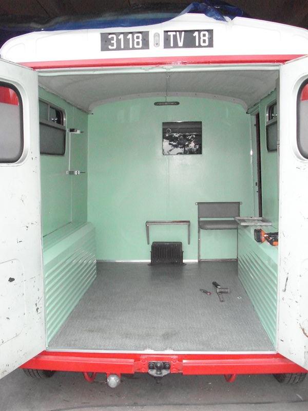 """Présentation & Restauration : HZ ambulance pompie rcarrosserie """"Drouville et Carrier"""" - Page 3 Dsc05110"""