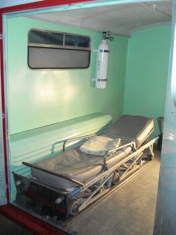 """Présentation & Restauration : HZ ambulance pompie rcarrosserie """"Drouville et Carrier"""" - Page 3 Dsc05211"""