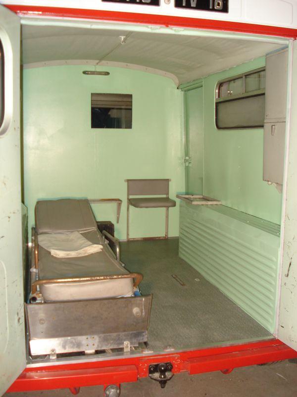 """Présentation & Restauration : HZ ambulance pompie rcarrosserie """"Drouville et Carrier"""" - Page 3 Dsc05213"""