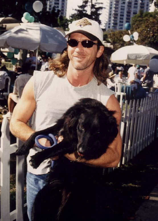 Joe et ses chiens Casqbl15
