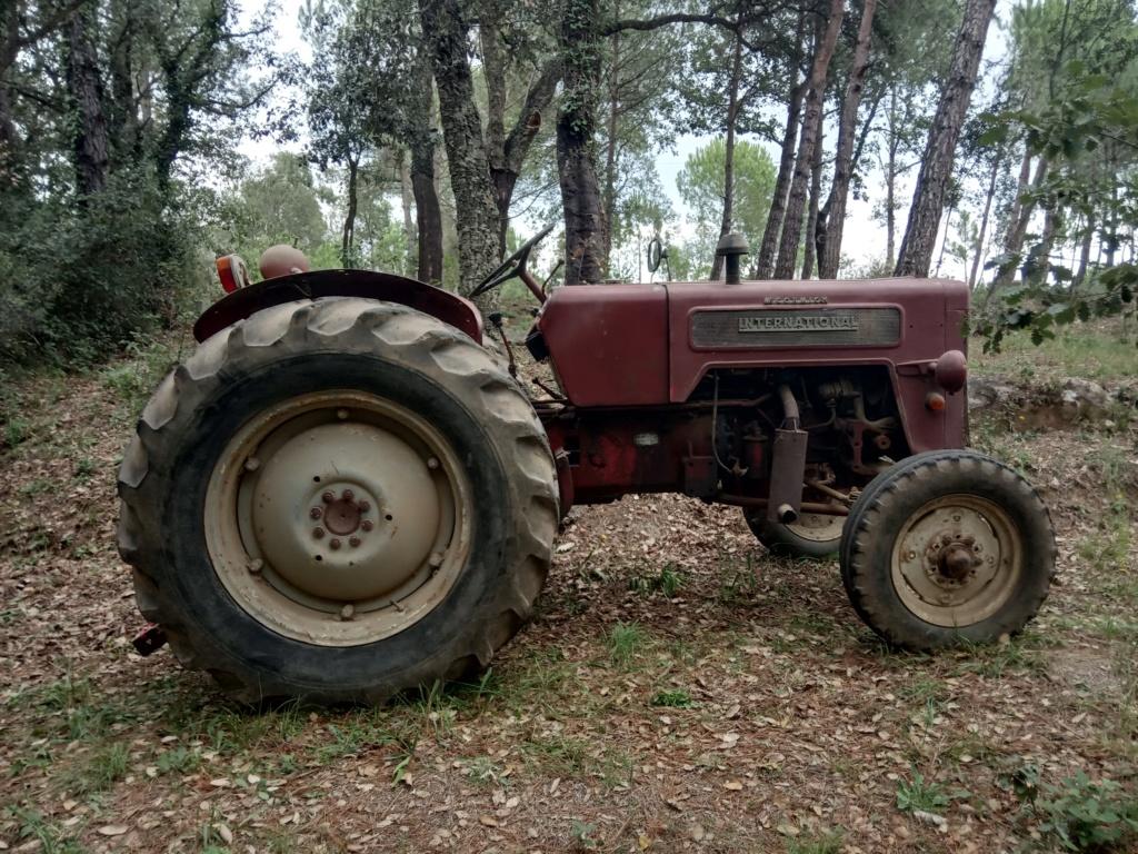 He comprado un International-Harvester B 414 Diesel de 1964. Img_2013