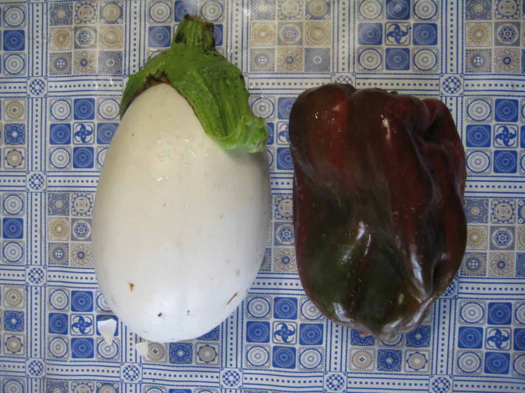 Las berenjenas blancas en forma de huevo se van imponiendo. Img_9315