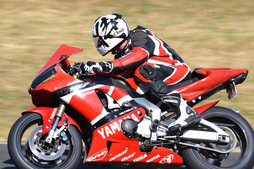 Yamaha - YZF R1: Ceci n'est pas une inazuma ! - Page 5 Dsc_0271
