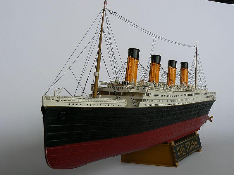 TITANIC in der Werft... (Revell 1:400) P1120810