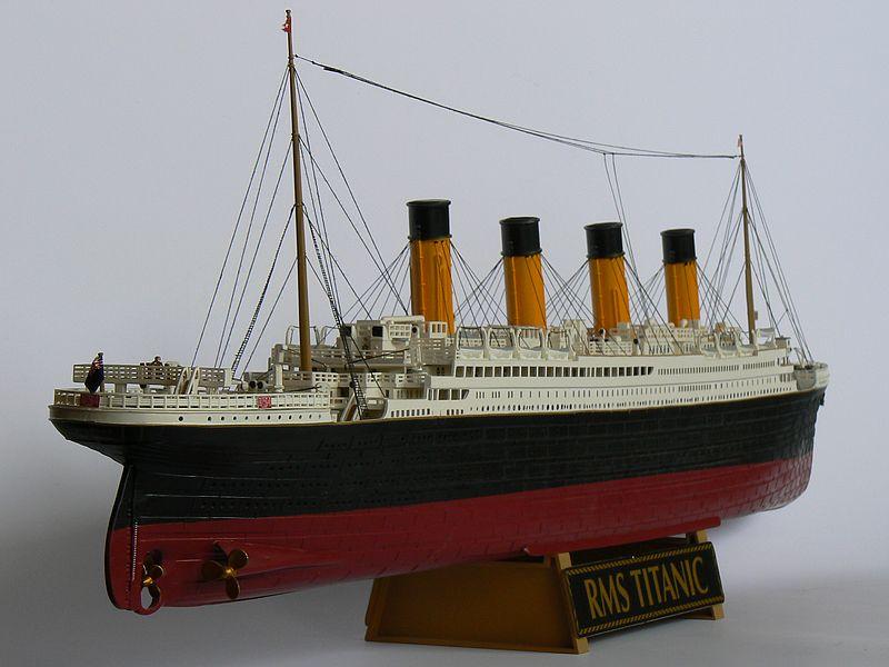 TITANIC in der Werft... (Revell 1:400) P1120812