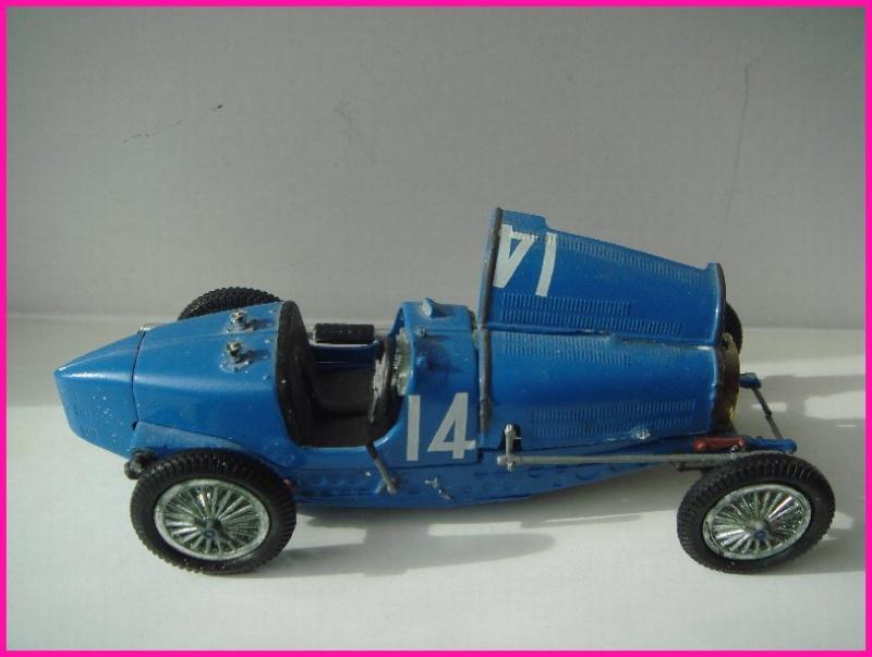 Tiens j'ai retrouvé cela dans le faux-plafond dans une boîte... une bugatti Bugatt11