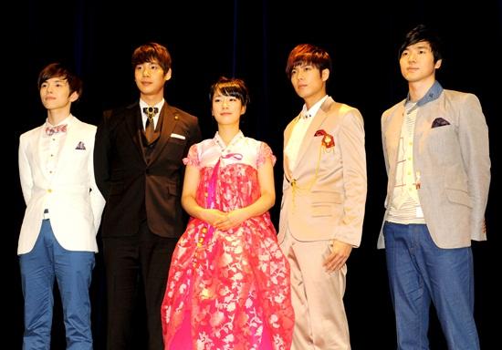 [MUSICAL] 08/04/2011 - KyuJong @ Goong Musical  - Page 2 20110512