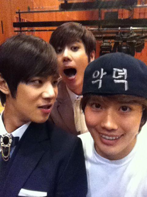 [MUSICAL] 08/04/2011 - KyuJong @ Goong Musical  - Page 2 7310
