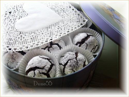 Biscuits craquelés au chocolat 17174810