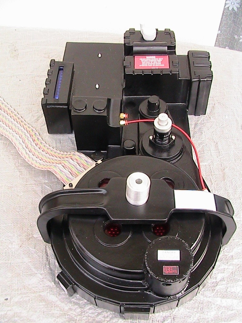 [DEFF SLAYERS] Proton Pack created by Dr. Raymond Stantz - Page 2 03510