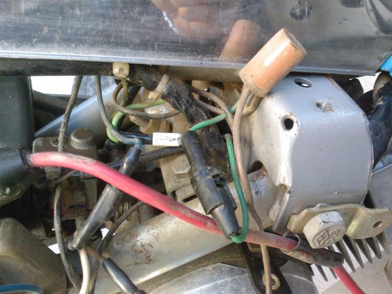 [Mobylette Peugeot 104 an 1977] question sur allumages +rénovation de la peinture Spm_a030