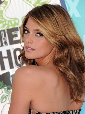 Ashley in Cosmopolitan's 10 Hairstyles That Take 10 Minutes [Traduit 25/02/11] Cos-as10