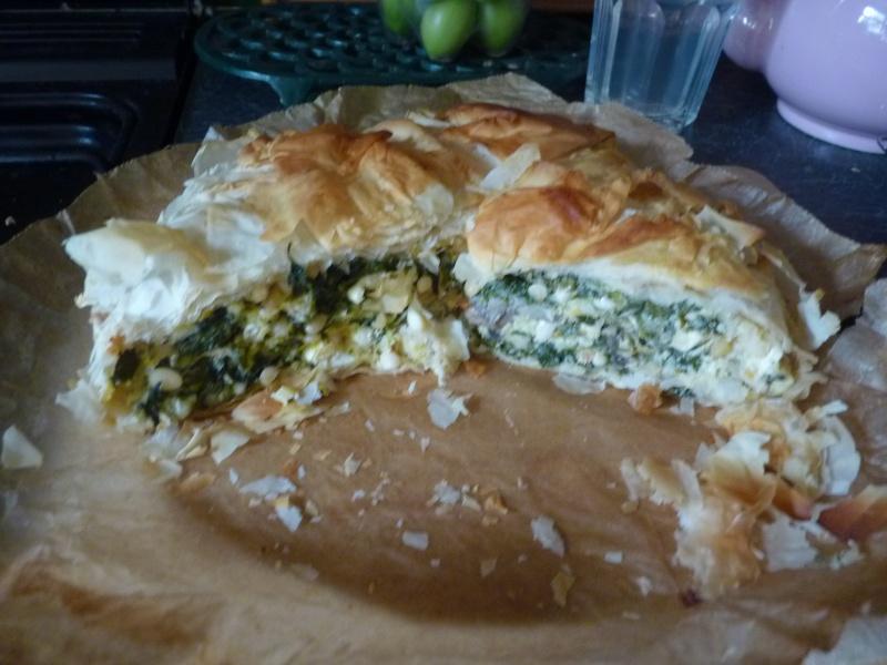 Spinach & Feta pie (Jamie Oliver recipe) P1010110
