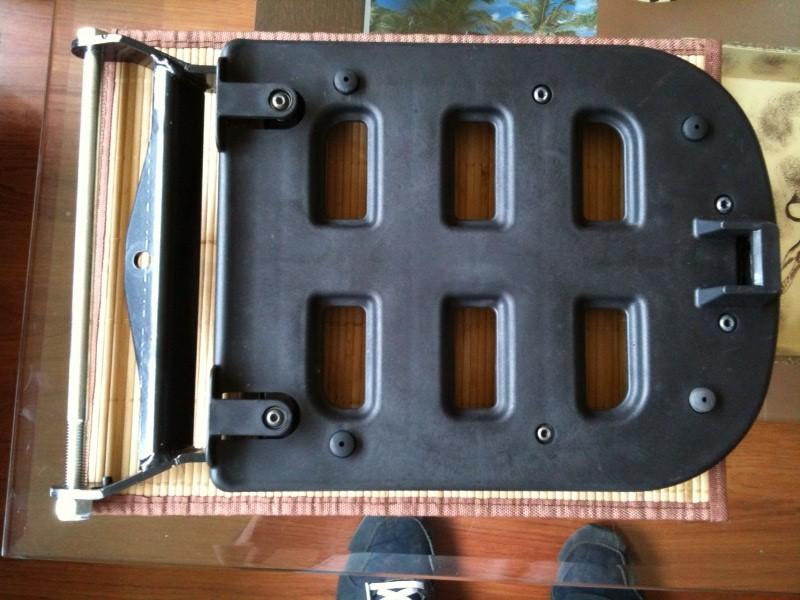 [A VENDRE] Top-case noir origine Piaggio + support top-case neuf Photo210