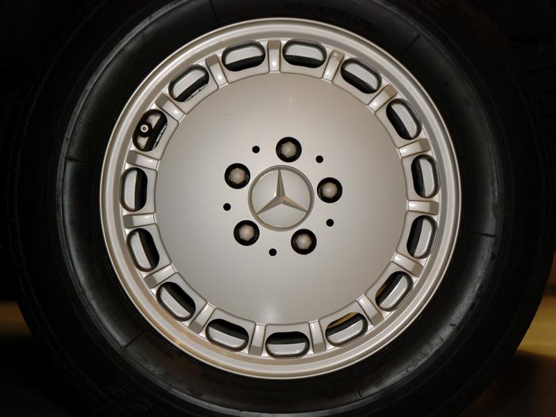 Les Mercedes 500/560 SE/SEL (W126)  536-1_25