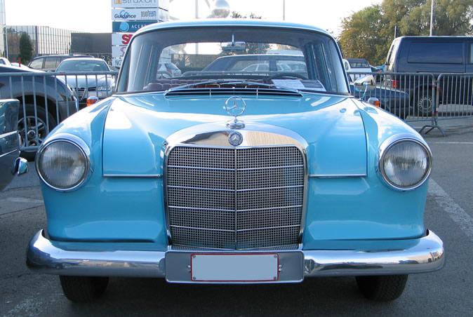 "[Historique] La Mercedes-Benz W110 ""Kleine Heckflosse"" 1961 - 1968 Brf20010"