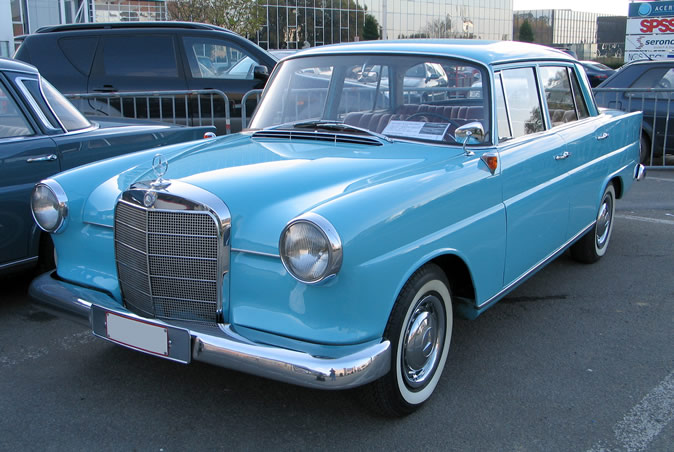 "[Historique] La Mercedes-Benz W110 ""Kleine Heckflosse"" 1961 - 1968 Brf20011"