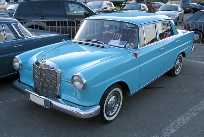 "[Historique] La Mercedes-Benz W110 ""Kleine Heckflosse"" 1961 - 1968 Brf20012"