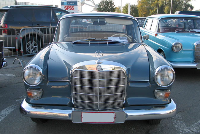 "[Historique] La Mercedes-Benz W110 ""Kleine Heckflosse"" 1961 - 1968 Brf20014"