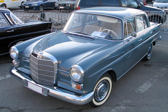 "[Historique] La Mercedes-Benz W110 ""Kleine Heckflosse"" 1961 - 1968 Brf20015"