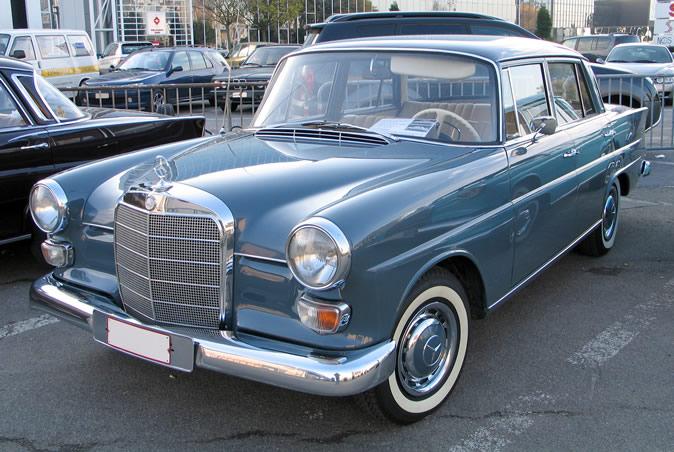 "[Historique] La Mercedes-Benz W110 ""Kleine Heckflosse"" 1961 - 1968 Brf20016"