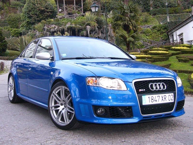 Vous êtes riche ! Vous avez une GTS biensur, mais quoi d'autre en modèle hors norme ? - Page 3 Audi-r10