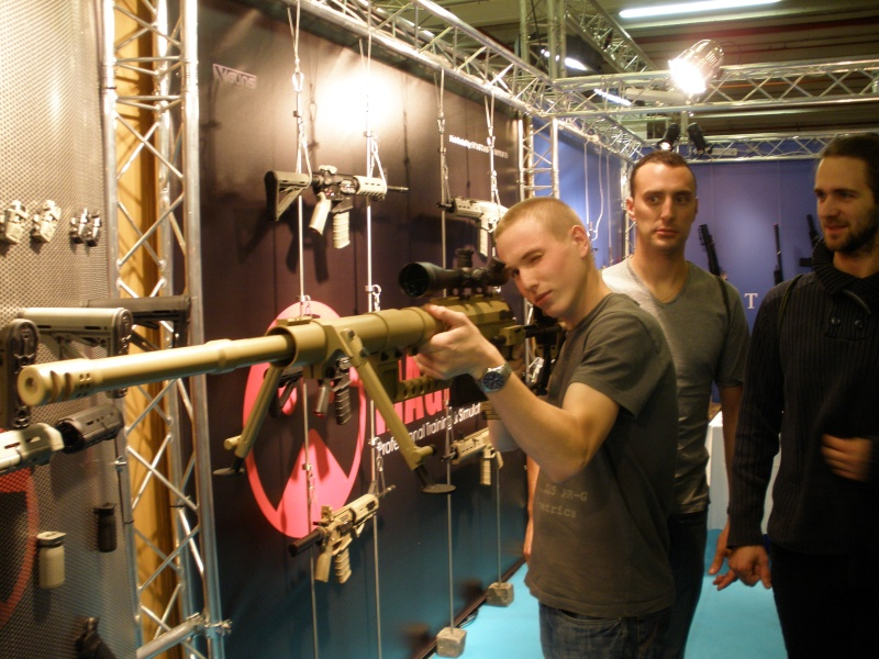 Salon Shooting games show 2010 P9110016
