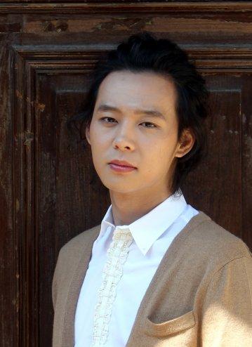 Fotos de Yoochun en entrevista 248