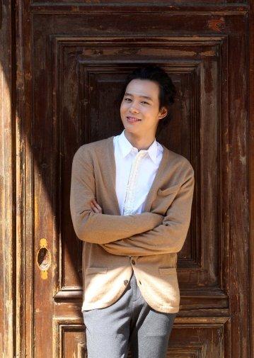 Fotos de Yoochun en entrevista 536
