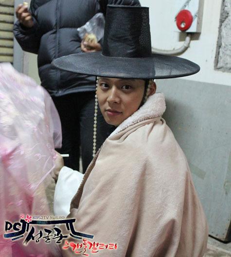 Yoochun en el set de SungKyunKwan Scandal Aaaa10