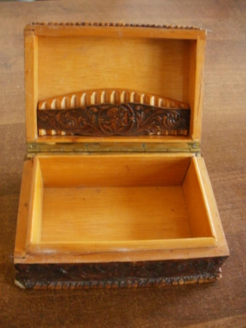 boite en bois recouverte de cuir P8080113