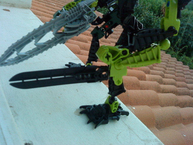[Moc] Défis: construit le skrall de Bionicle mini echoe. Dsc01922
