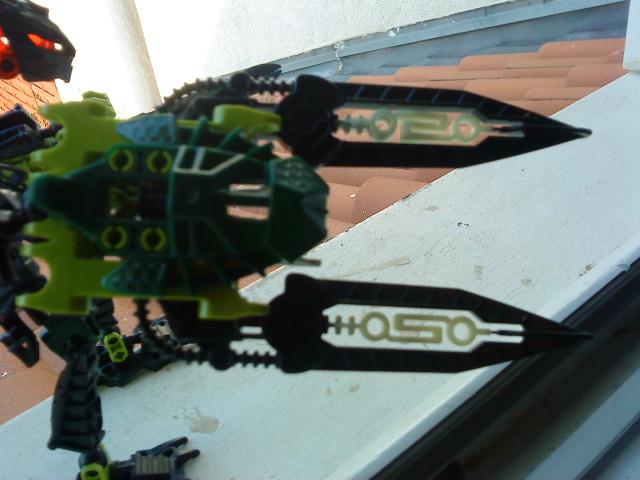 [Moc] Défis: construit le skrall de Bionicle mini echoe. Dsc01929