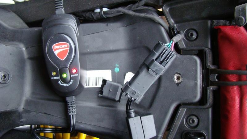 Chargeur batterie/mainteneur de charge Ducati - Page 9 Dsc03112