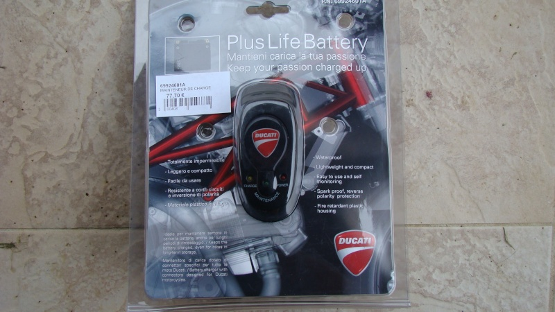 Chargeur batterie/mainteneur de charge Ducati Dsc03113