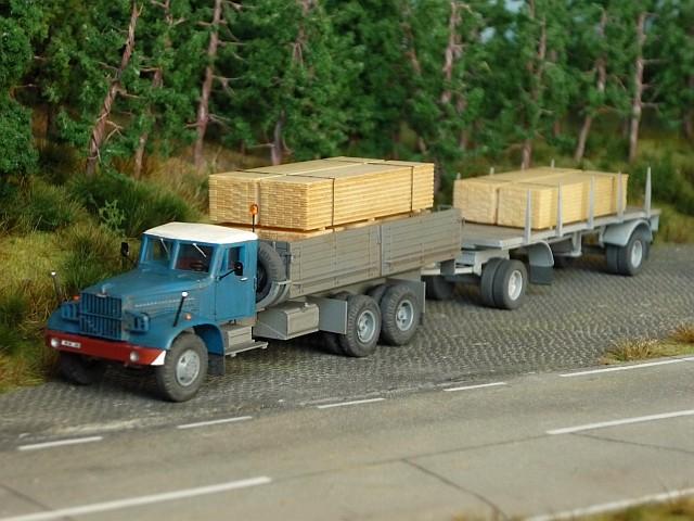KRAZ 214 Pritschenwagen mit 8m-Plattformanhänger Kraz0010