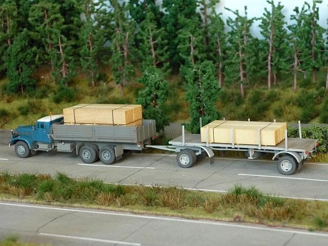 KRAZ 214 Pritschenwagen mit 8m-Plattformanhänger Kraz0012