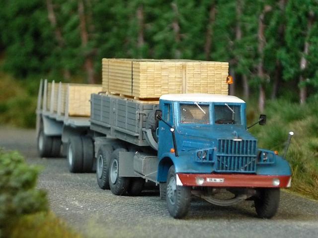 KRAZ 214 Pritschenwagen mit 8m-Plattformanhänger Kraz0014