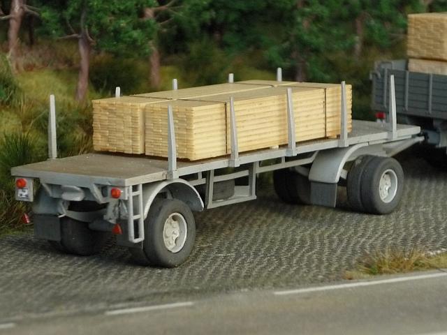KRAZ 214 Pritschenwagen mit 8m-Plattformanhänger Kraz0015
