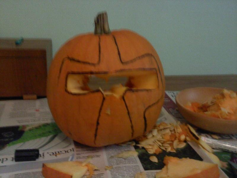Ma citrouille cylon pour Halloween ^^ P3010110