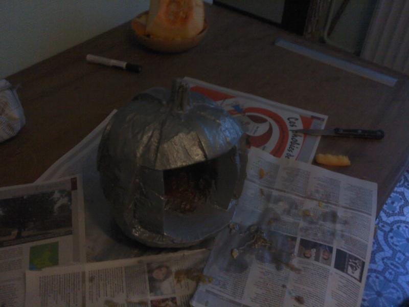 Ma citrouille cylon pour Halloween ^^ P3010111
