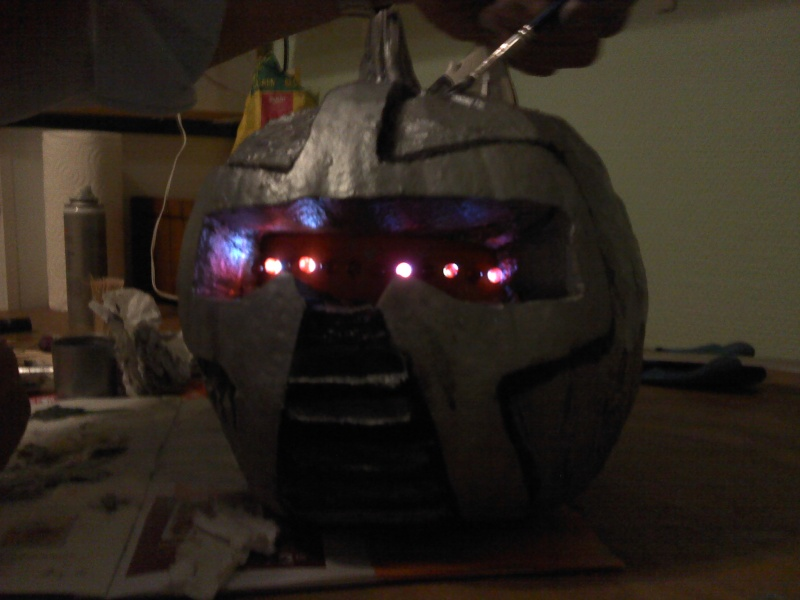 Ma citrouille cylon pour Halloween ^^ P3010114