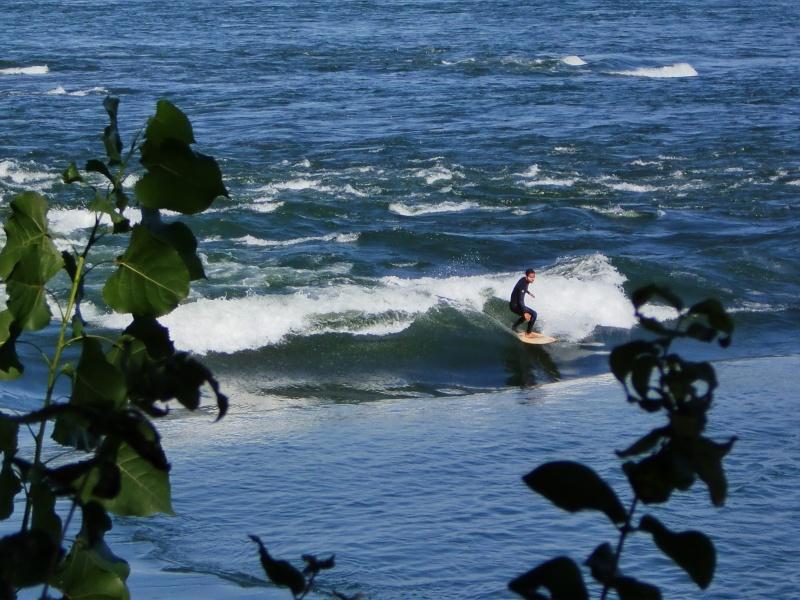 Photographie : Surf de rivière à Montréal Cimg0410