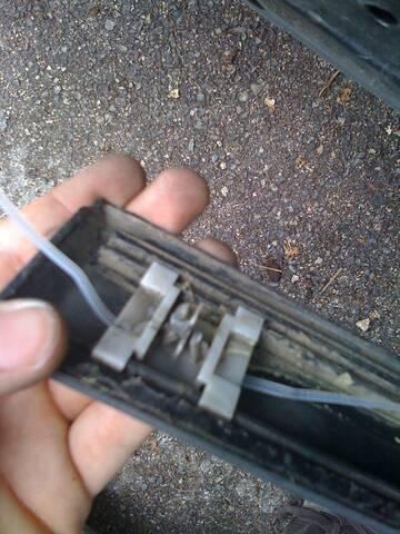Réparer attache des baguettes de porte Img_0310