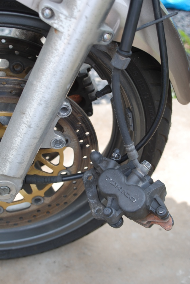 Rénovation des joints d'étrier de frein avant sur Suzuki GSX inazuma 750 Dsc_0125