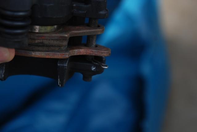 Rénovation des joints d'étrier de frein avant sur Suzuki GSX inazuma 750 Dsc_0134