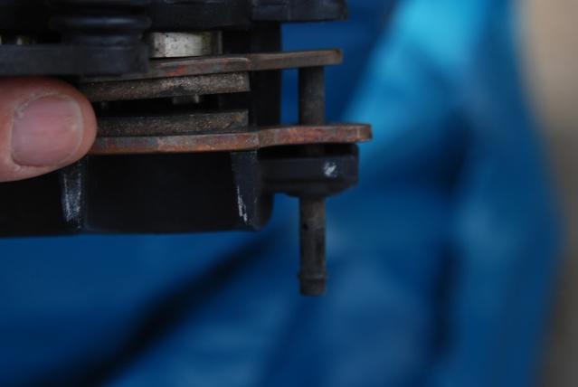 Rénovation des joints d'étrier de frein avant sur Suzuki GSX inazuma 750 Dsc_0135